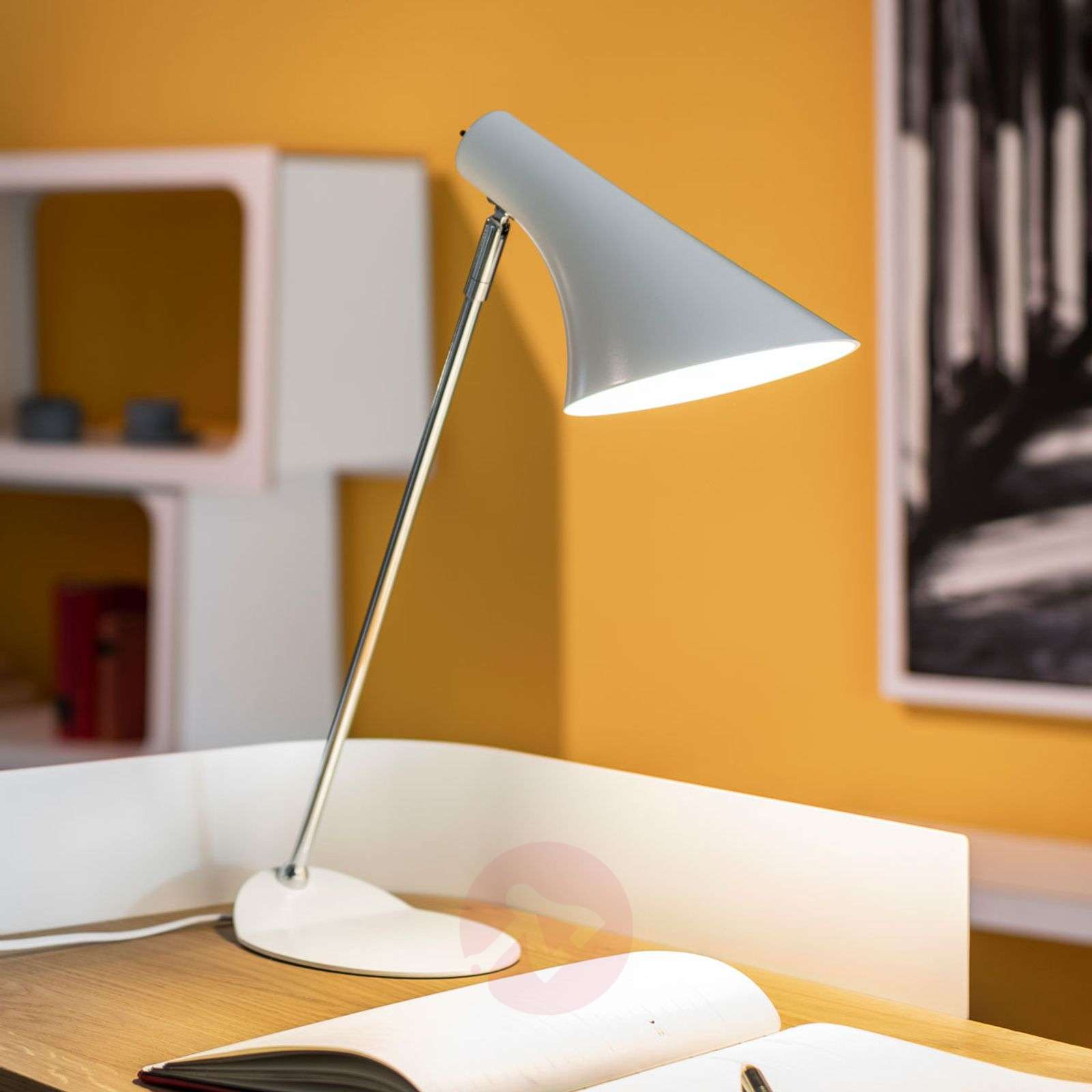 lampe de bureau tendance liam blanche. Black Bedroom Furniture Sets. Home Design Ideas