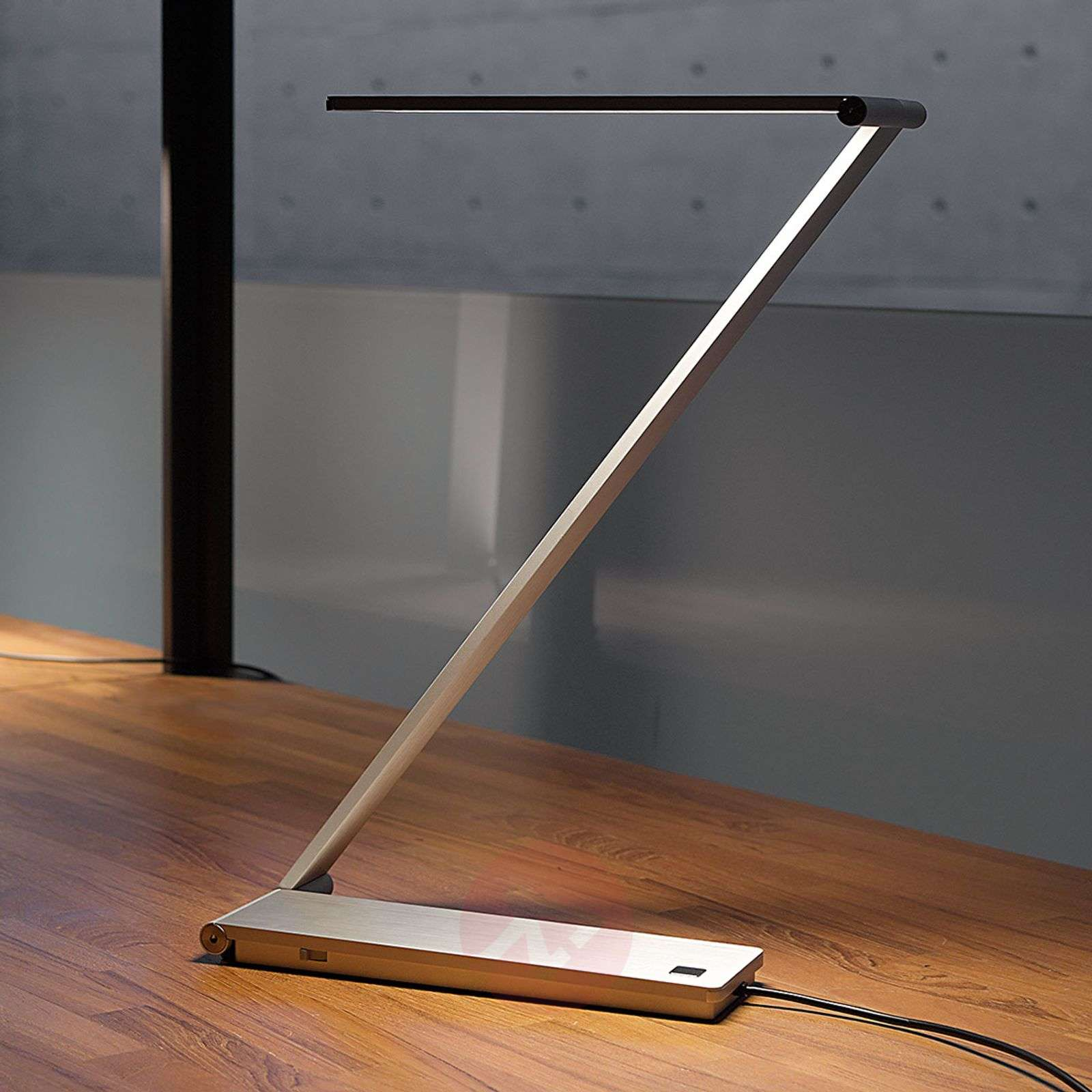 lampe de table design be light avec leds. Black Bedroom Furniture Sets. Home Design Ideas