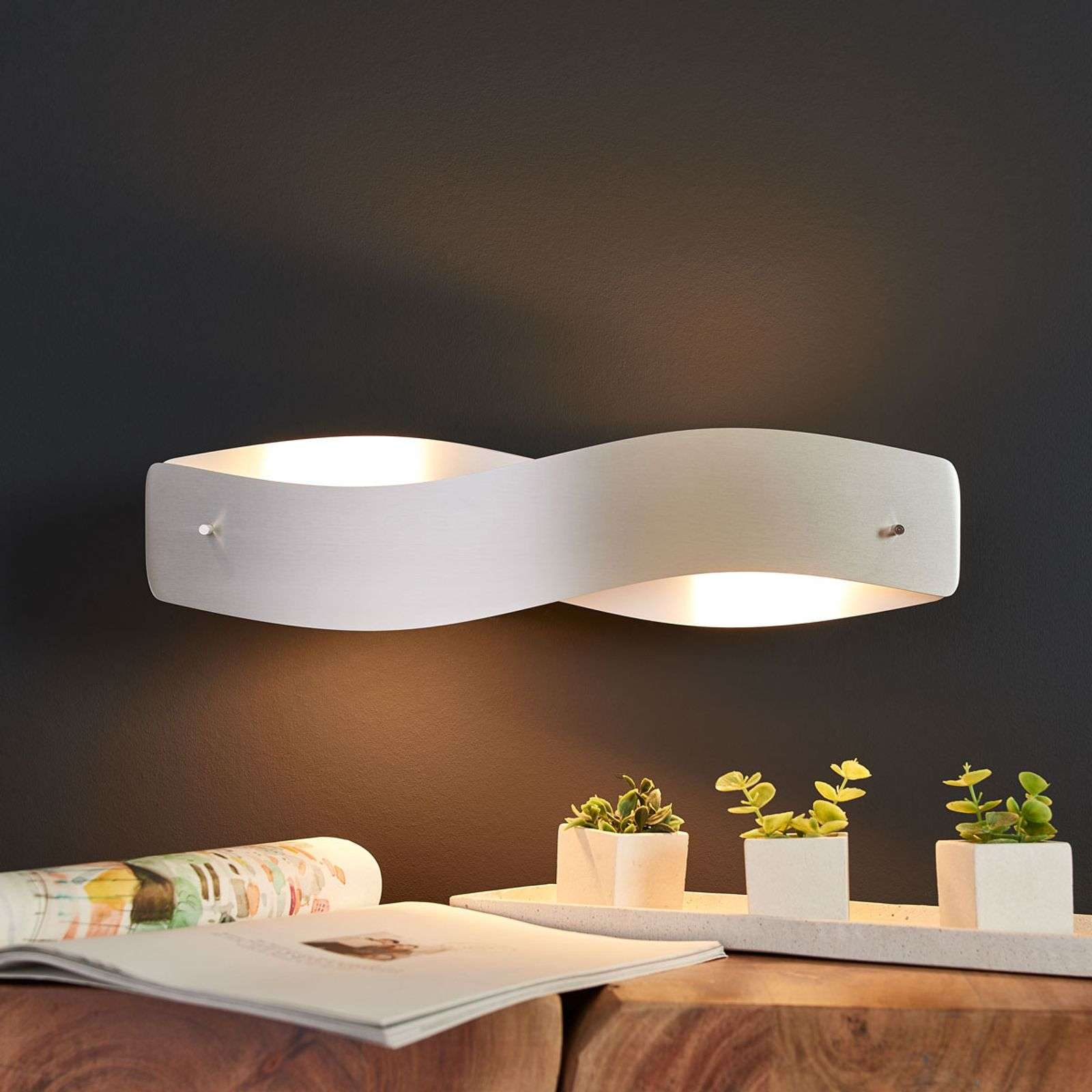 Applique LED courbée Lian en aluminium mat