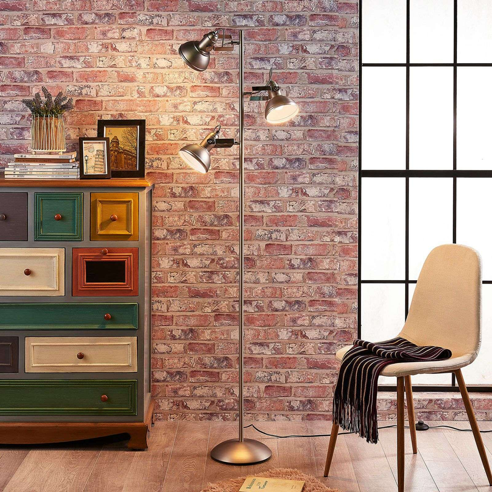 Lilly - Lampadaire LED au look industriel